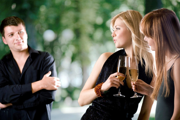 6 Things to Never Do in Trying to Attract Women dating-singles-meetville-matchmaking