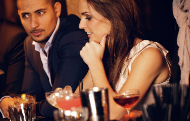 How to Attract the Right Women with Your Online Dating Profile-dating-singles-meetville-matchmaking