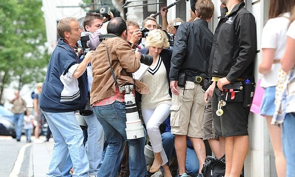How Much Americans Hate Paparazzi dating-singles-meetville-matchmaking