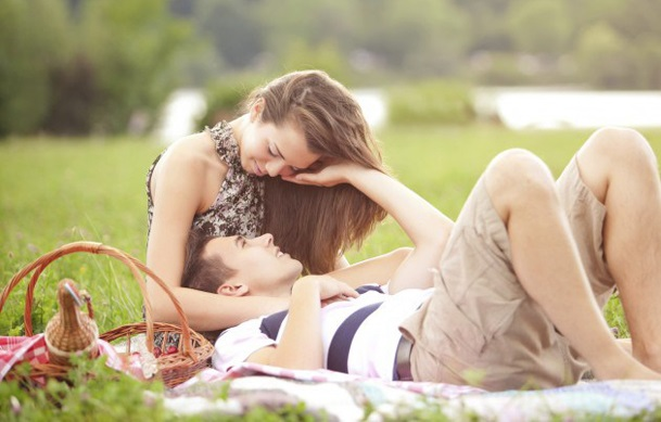 4 Things to Consider When Approaching a Woman dating-singles-meetville-matchmaking