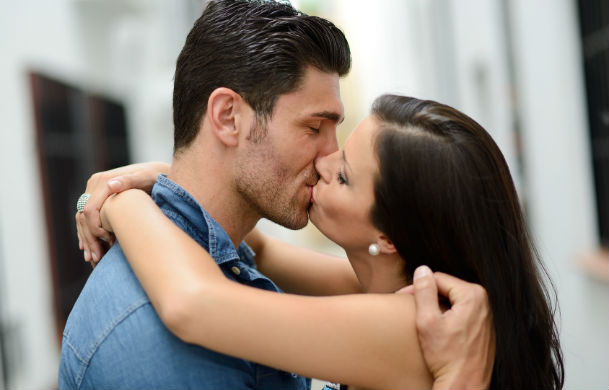 Are Public Displays Of Affection Unacceptable dating-singles-meetville-matchmaking