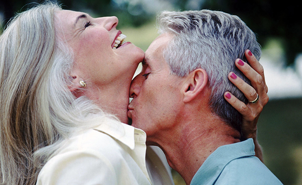 Do People Consider Kissing in Public Rude dating-singles-meetville-matchmaking
