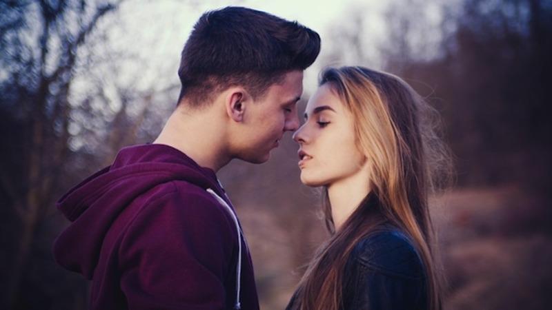romantic first kiss stories