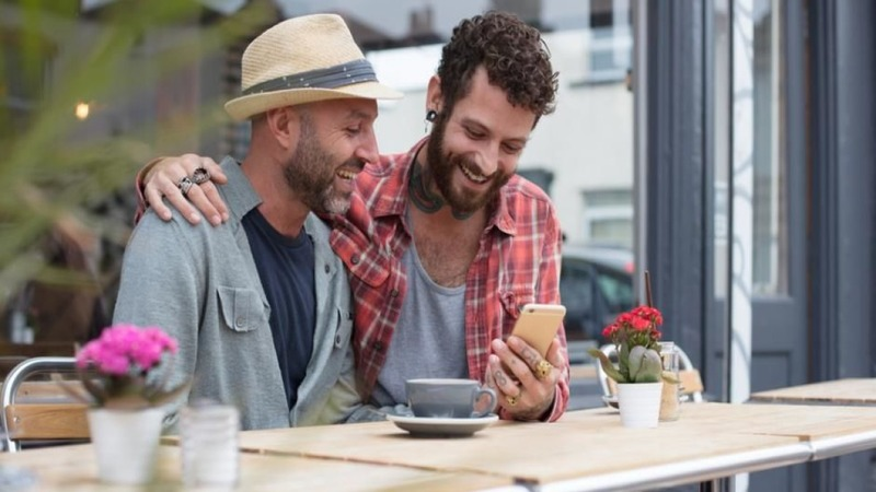 Best Gay Dating Sites & Apps to Try in 2021